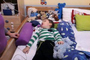 Dominik im Bett